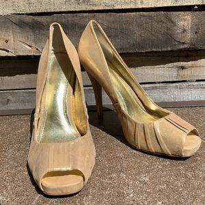 🌻ALDO Shimmery Gold Fabric Wrapped Heel Size 8.5